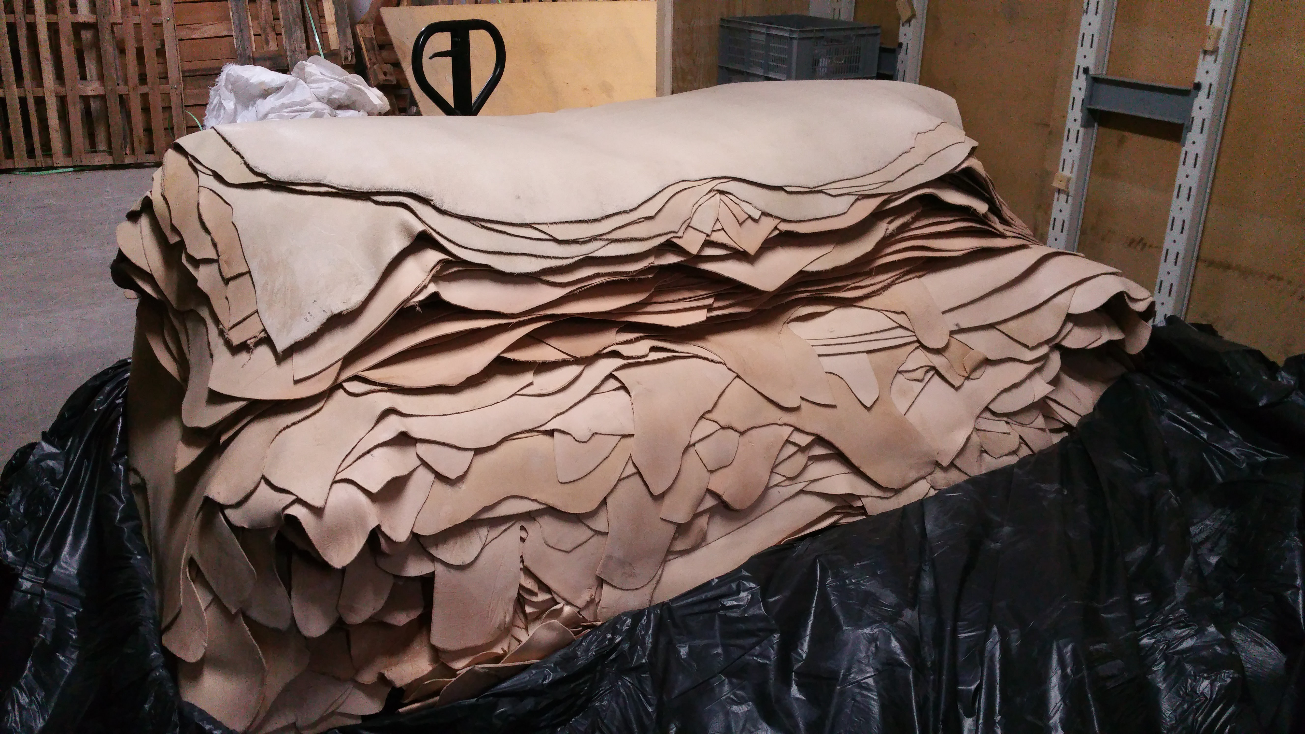 1,1 tons læder